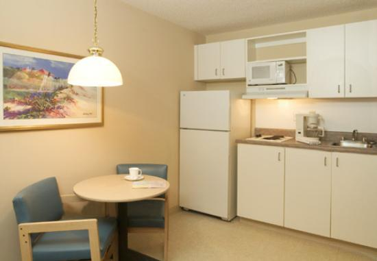 Suburban Extended Stay Hotel - Stuart: The kitchen was spotless!