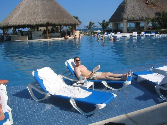 Ordinaire Heaven At The Hard Rock Hotel Riviera Maya: Spa Pool   Chairs IN Water!