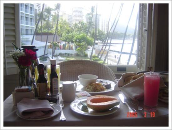 Moana Surfrider, A Westin Resort & Spa, Waikiki Beach: With Breakfast