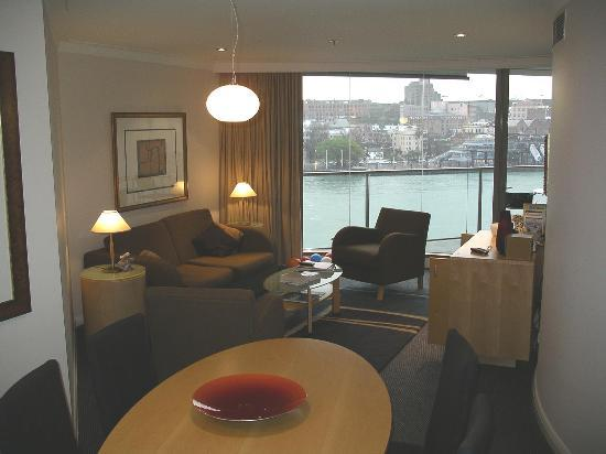 Pullman Quay Grand Sydney Harbour: Dining and Living areas
