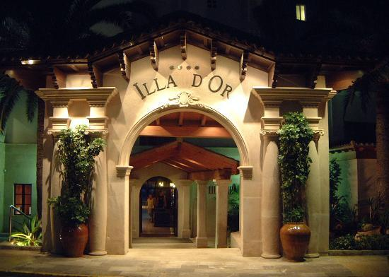 Hotel Illa d'Or: The imposing Hotel entrance