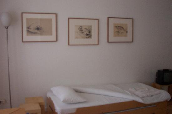 Pension Aller : bed on the single room