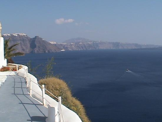 Katikies Hotel: View across The Caldera
