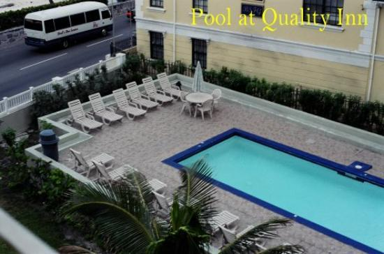 Junkanoo Beach Resort: Pool at Quality Inn