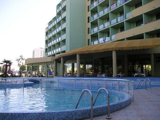 MPM Kalina Garden: Hotel from Pool