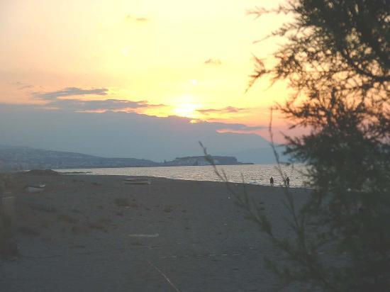 Minos Mare Hotel: Beach at Sunset