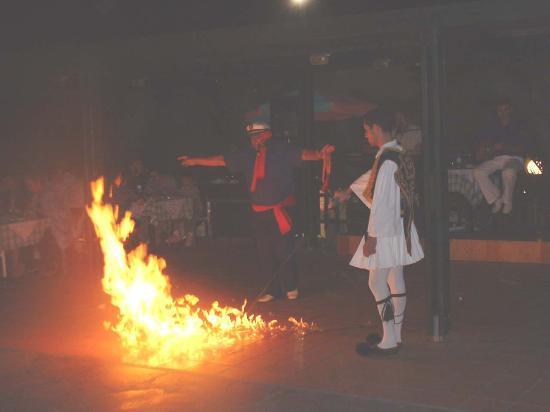 Minos Mare Hotel: Greek Night!