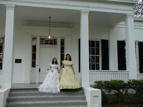 Twins Oaks Bed and Breakfast: Daughter and wife dress like Scarlet, thanks to Regina