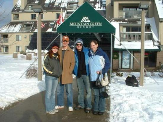 Mountain Green Ski & Golf Resort: Outside the Main Building