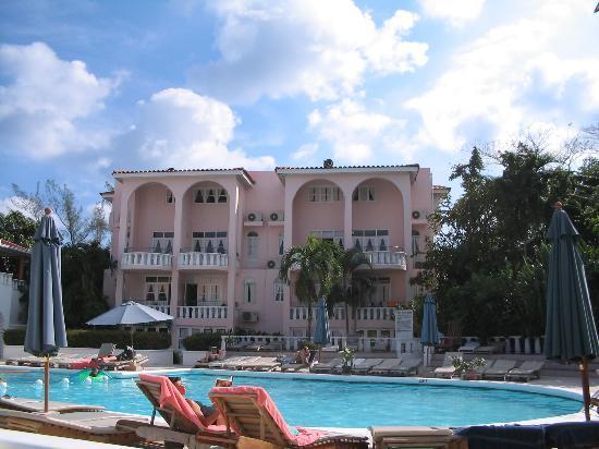 Franklyn D Resort & Spa: pool side