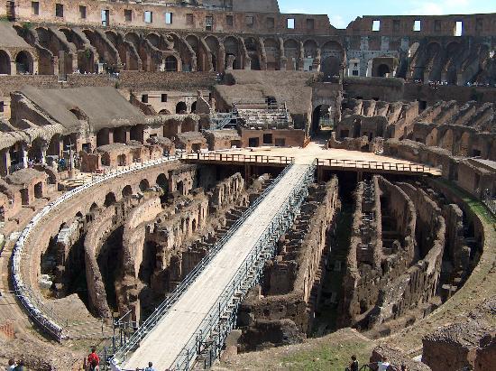 Il Piccolo di Piazza di Spagna : Floor of the Colliseum