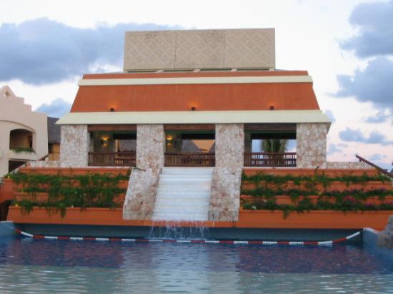 Iberostar Paraiso Maya: Wave pool area