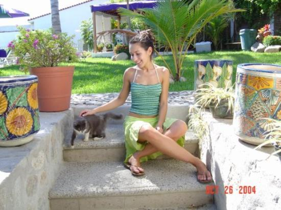 Villa Bella Bed and Breakfast Inn: Me and a friendly kitty cat guest we met.