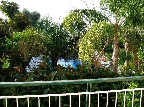 Comfort Hotel Gardenia Sorrento Coast: View of pool from room balcony