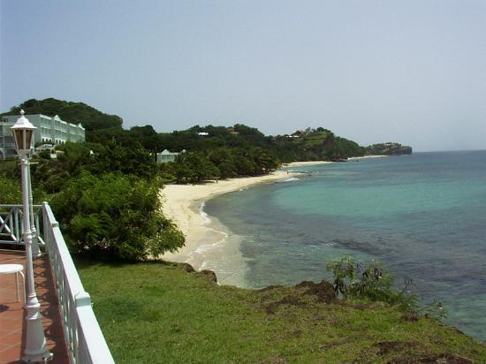 Grenadian by Rex Resorts: beach on the left