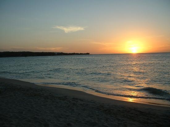 Merrils Beach Resort II: sunset