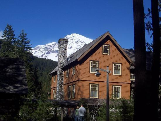National Park Inn at Mount Rainier: mountain and inn