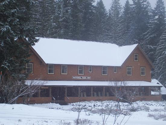 National Park Inn at Mount Rainier: snow at the inn