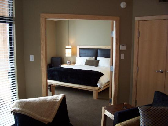 Brentwood Bay Resort & Spa: Bedroom from living room.