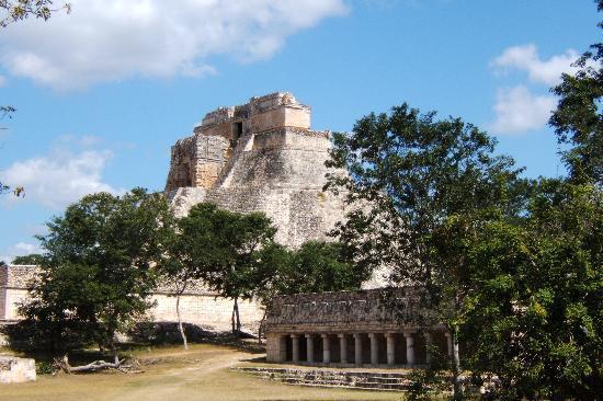 Hotel Medio Mundo: Pyramid of the Magician-Uxmal