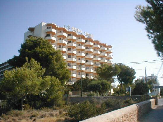 Fiesta Hotel Tanit: view from approach road