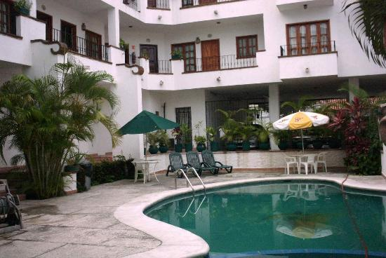 Estancia San Carlos: pool, early morning (cleaning)