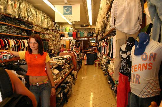 Hotel Karyatides: Shopping in Athens
