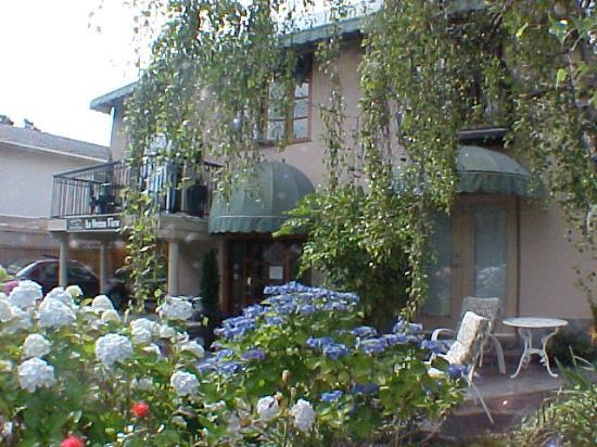 A Downtown Victoria Bed and Breakfast: Front of An Ocean View Bed and Breakfast in Victoria Canada