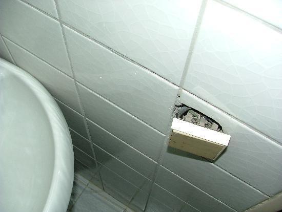 Tayhan Hotel:                                     prise salle-de-bains lamentable