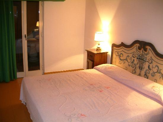 Arathena Rocks Hotel: The bedroom