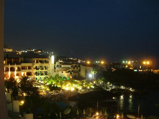 Arathena Rocks Hotel: Night view from balcony