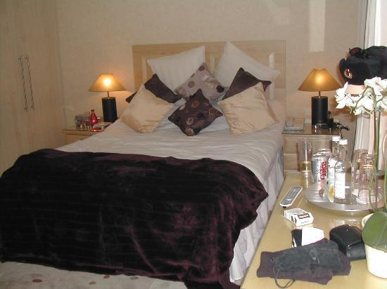 The Beaufort Hotel: Sumptious bedroom furnishing