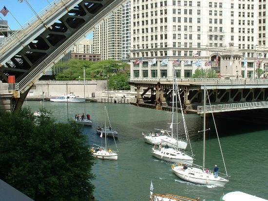 Inn of Chicago: Chicago River & Drawbridge