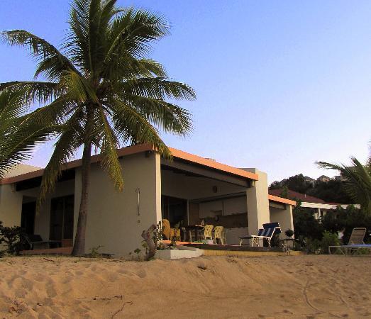 Mango Bay Resort : A Beachfront Villa