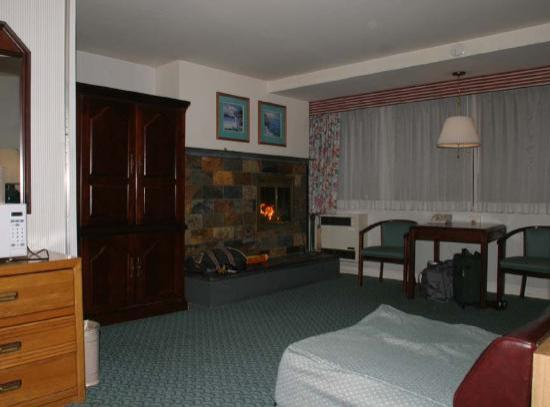 Seal Rock Inn: Living area