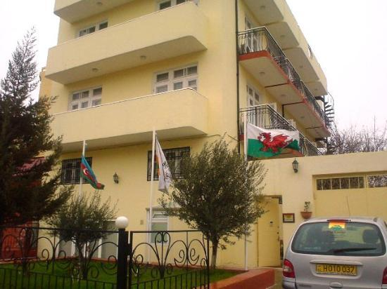 The Lodge : Welsh flag flying in Azerbaijan?