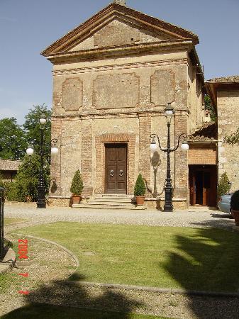 Relais La Suvera: church