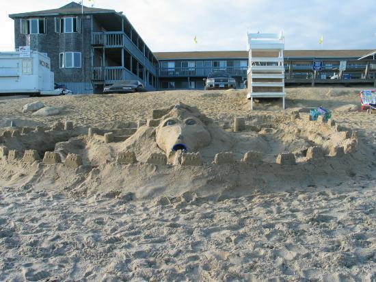 Sandy Shore Motel: Sand Sculpture