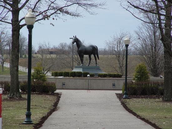 Kentucky Horse Park: Man-O-War Statue