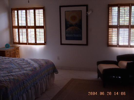 Crystal Cove Beach Resort on Sapphire Bay: Bedroom suite A-17