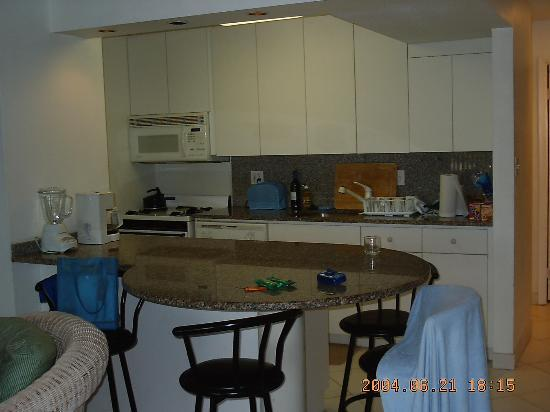 Crystal Cove Beach Resort on Sapphire Bay: Kitchen suite A-17