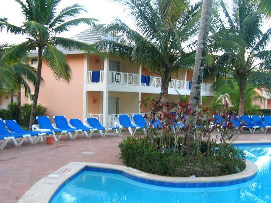 Grand Bahía Principe San Juan: Our room from the club golden pool