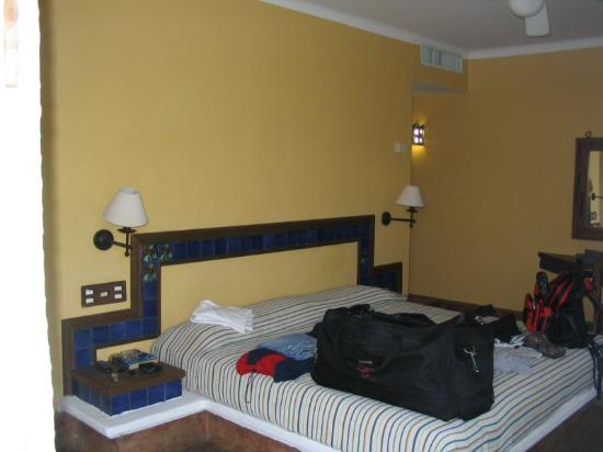 Sandos Caracol Eco Resort : Room and Bed.