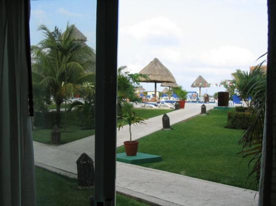 Sandos Caracol Eco Resort : Room view of pool and ocean.
