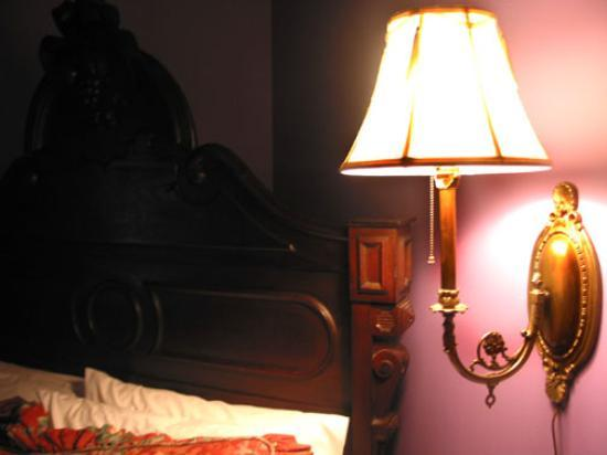 McKendrick - Breaux House: lamp & bed