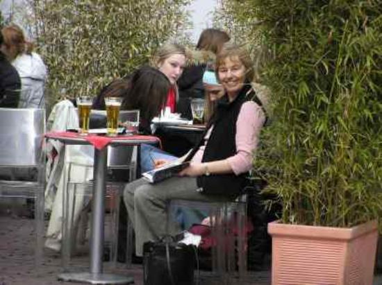Hotel Agnello d'Oro: Coffee in the square