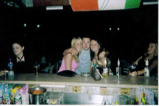 Magnific Hotel : Us with Darren (the Irish Local)
