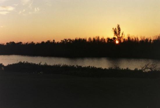 Villa Nina Island Inn: Sunset over water on property
