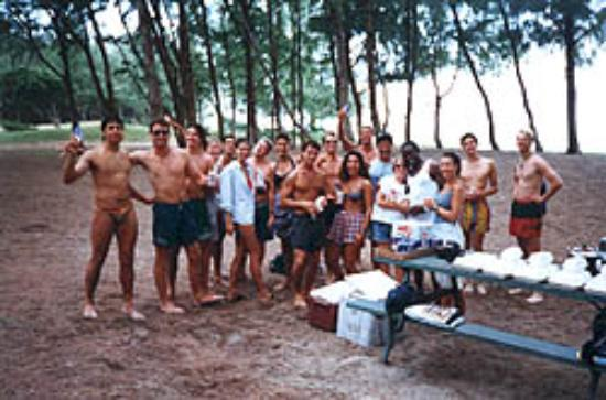 Seaside Hawaiian Hostel: Group Picnic