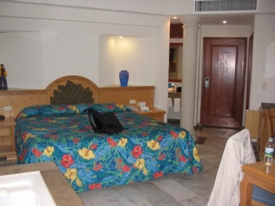 Moon Palace Cancun : room on Sunset side - jacuzzi in front